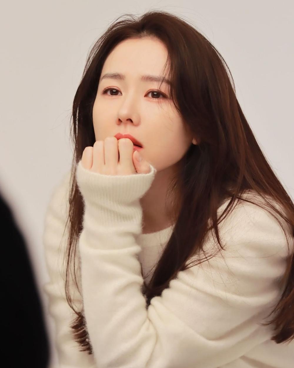 Son Ye Jin khoe nhan sắc đỉnh cao trong bộ ảnh mới: Trẻ mãi không già là đây Ảnh 4