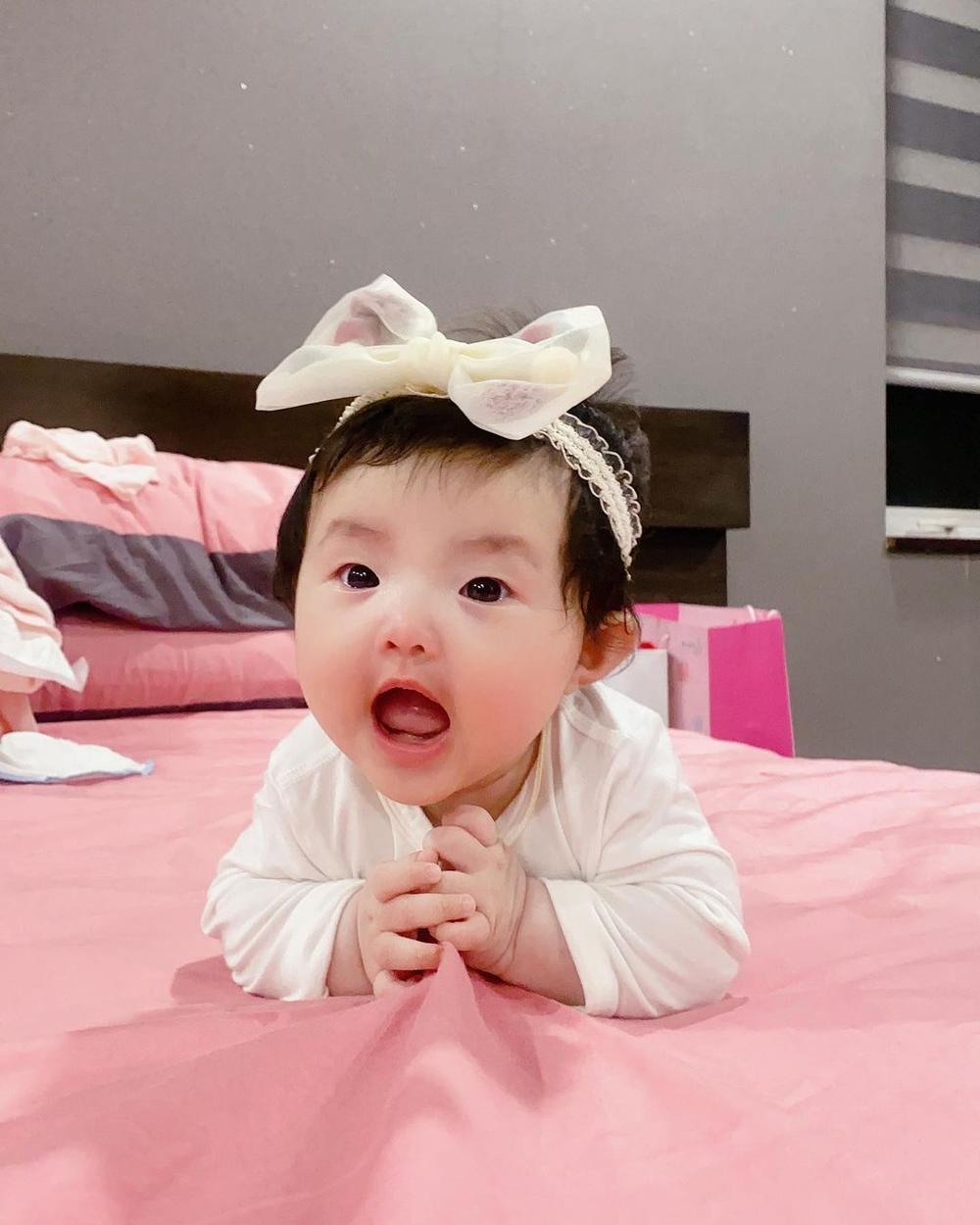 Đông Nhi tiết lộ bé Winnie thay đổi đáng kể chỉ sau 2 tháng, phản ứng cưng xỉu khi nghe mẹ hát Ảnh 7