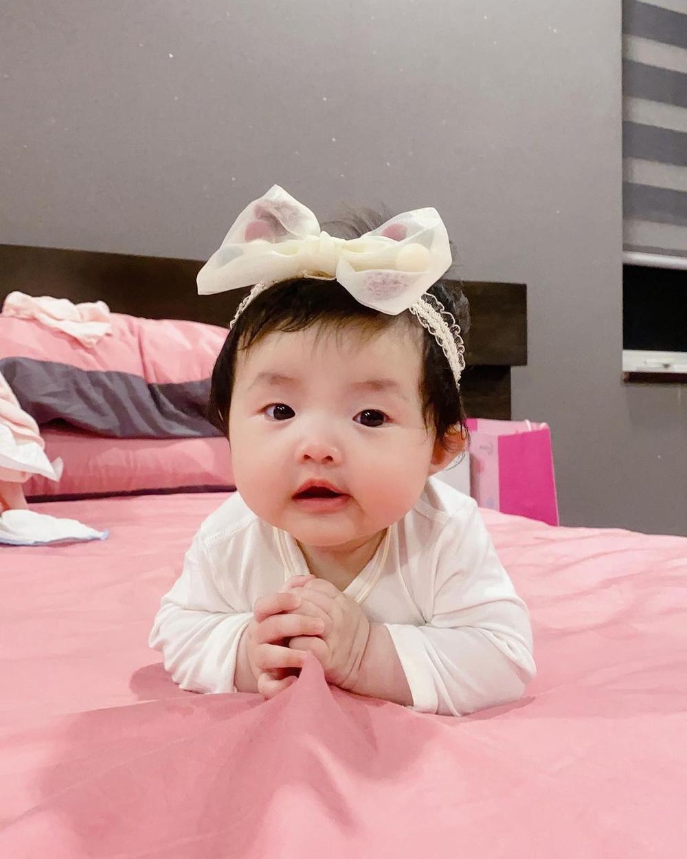 Đông Nhi tiết lộ bé Winnie thay đổi đáng kể chỉ sau 2 tháng, phản ứng cưng xỉu khi nghe mẹ hát Ảnh 2