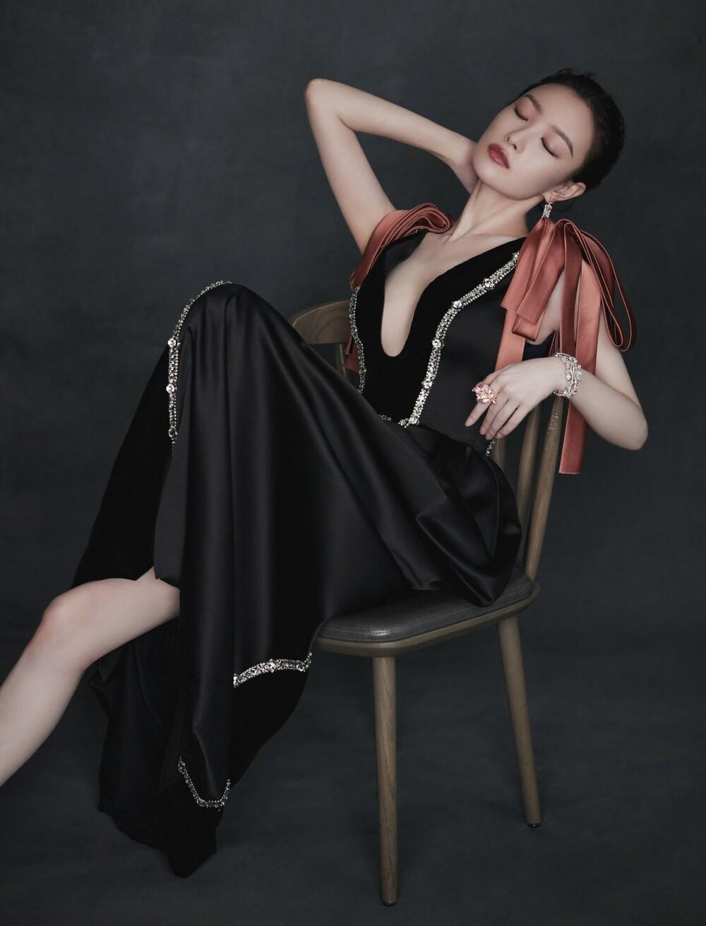 'Vạch trần' độ thân thiết của Triệu Lệ Dĩnh - Angelababy, Cung Tuấn - Chung Sơ Hi tại 'Đêm hội Bazaar' Ảnh 3