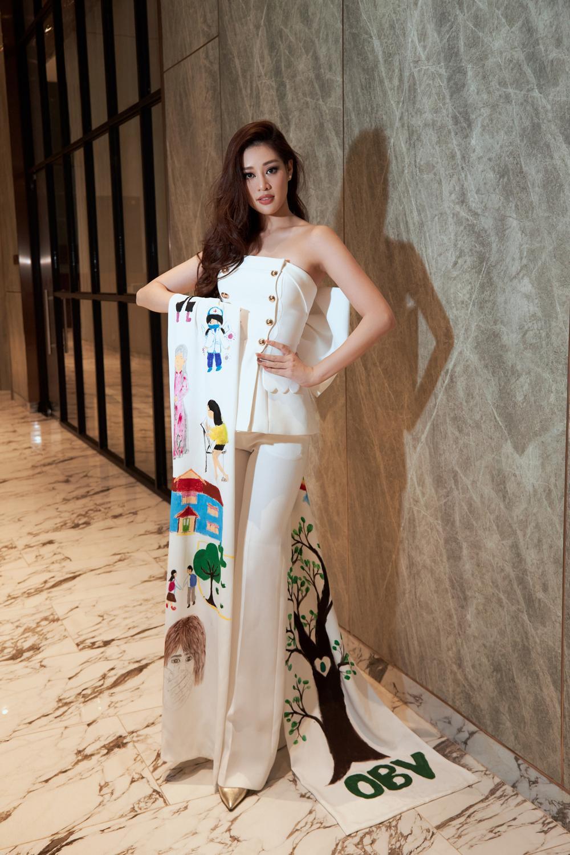 Ý nghĩa bộ vest đặc biệt Hoa hậu Khánh Vân mặc trong buổi phỏng vấn online với tổ chức Miss Universe Ảnh 4
