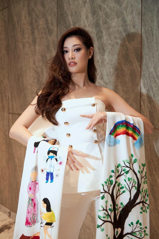 Ý nghĩa bộ vest đặc biệt Hoa hậu Khánh Vân mặc trong buổi phỏng vấn online với tổ chức Miss Universe Ảnh 2