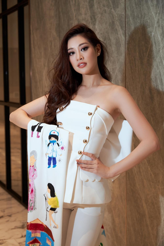 Ý nghĩa bộ vest đặc biệt Hoa hậu Khánh Vân mặc trong buổi phỏng vấn online với tổ chức Miss Universe Ảnh 1