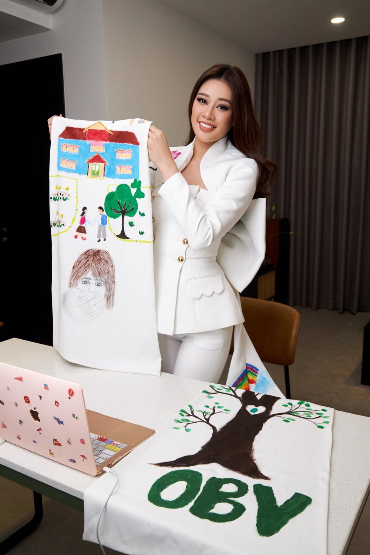 Ý nghĩa bộ vest đặc biệt Hoa hậu Khánh Vân mặc trong buổi phỏng vấn online với tổ chức Miss Universe Ảnh 10