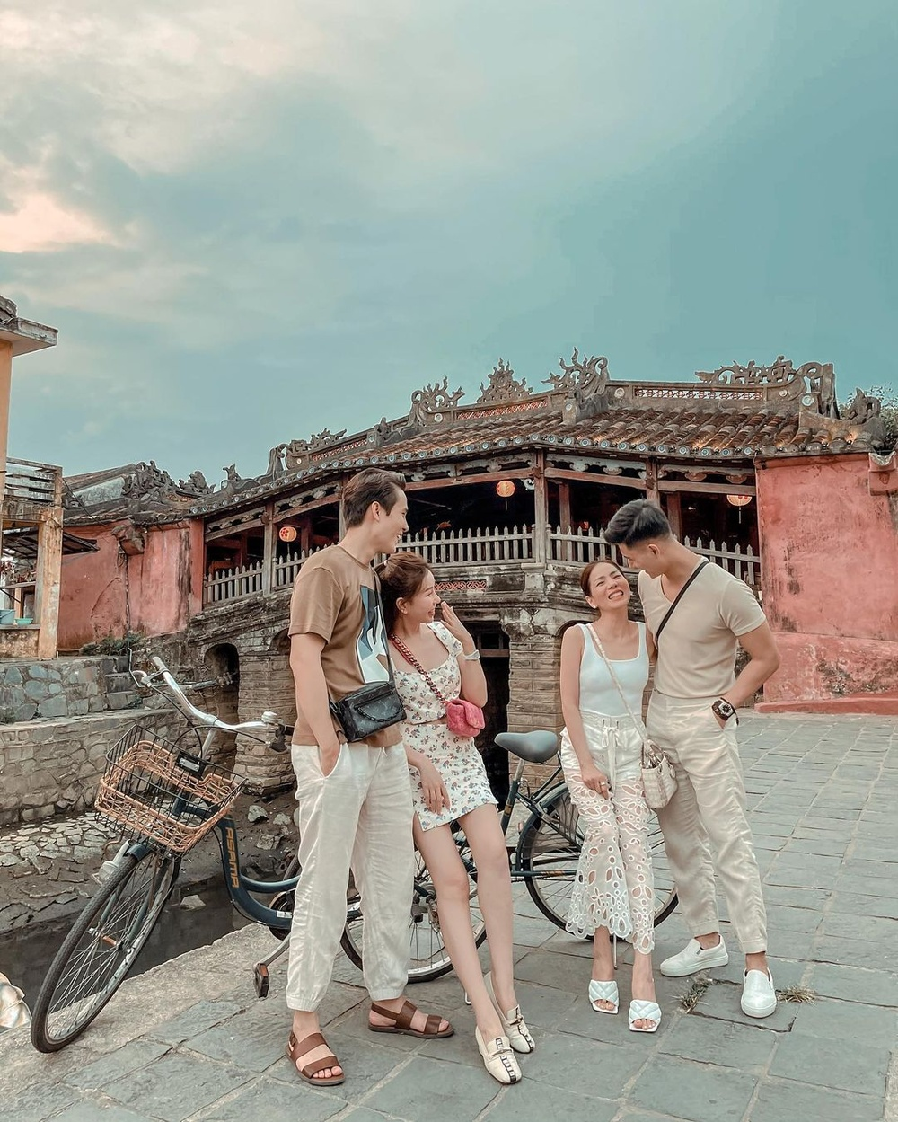 Lâm Bảo Châu công khai đăng ảnh thân mật mừng sinh nhật Lệ Quyên, tình tứ như vợ chồng son Ảnh 4