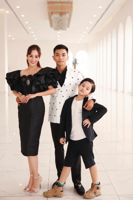 Con trai Khánh Thi - Phan Hiển bảnh bao theo bố mẹ đi sự kiện Ảnh 12