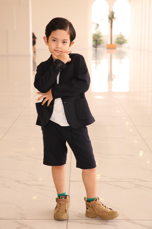 Con trai Khánh Thi - Phan Hiển bảnh bao theo bố mẹ đi sự kiện Ảnh 6