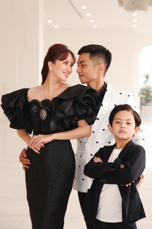 Con trai Khánh Thi - Phan Hiển bảnh bao theo bố mẹ đi sự kiện Ảnh 11