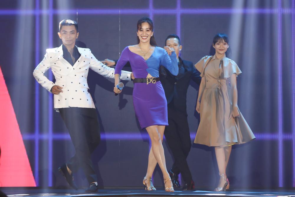 Con trai Khánh Thi - Phan Hiển bảnh bao theo bố mẹ đi sự kiện Ảnh 7