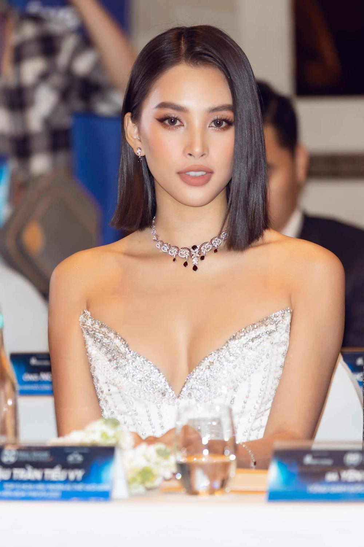Tiểu Vy chia sẻ khi bị chê thiếu kinh nghiệm làm giám khảo, Mai Phương Thúy vào khen 'đẹp nhất thế giới' Ảnh 5
