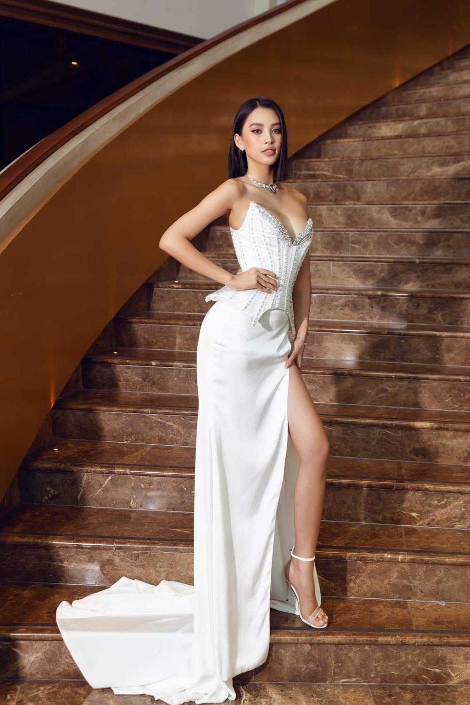 Tiểu Vy chia sẻ khi bị chê thiếu kinh nghiệm làm giám khảo, Mai Phương Thúy vào khen 'đẹp nhất thế giới' Ảnh 7
