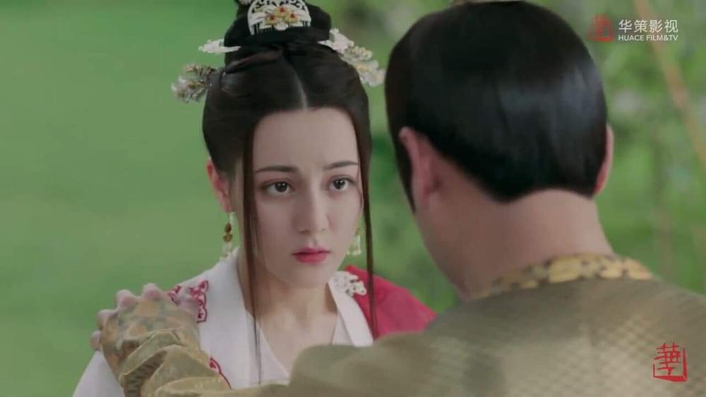 Địch Lệ Nhiệt Ba bị Triệu Lộ Tư đè bẹp nhan sắc: Đầu bẹp như con cá trê, netizen nhắc khéo như bị hói! Ảnh 5