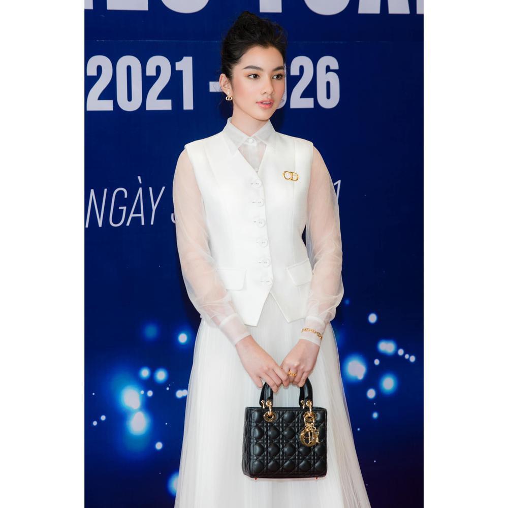 Cẩm Đan đẹp như thiên nha trắng muốt trên thảm đỏ Đại hội đại biểu Hội Người mẫu Việt Nam Ảnh 5