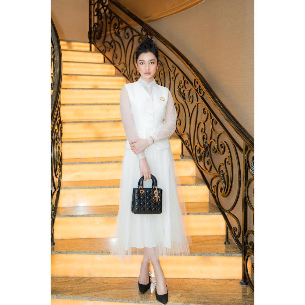 Cẩm Đan đẹp như thiên nha trắng muốt trên thảm đỏ Đại hội đại biểu Hội Người mẫu Việt Nam Ảnh 4