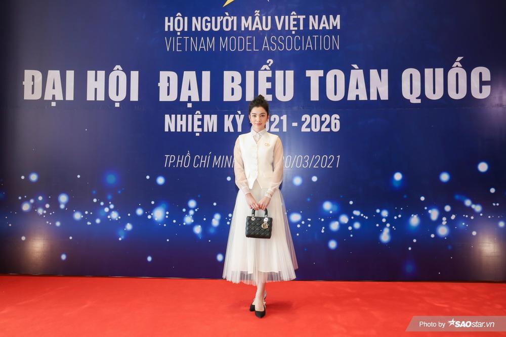 Cẩm Đan đẹp như thiên nha trắng muốt trên thảm đỏ Đại hội đại biểu Hội Người mẫu Việt Nam Ảnh 1