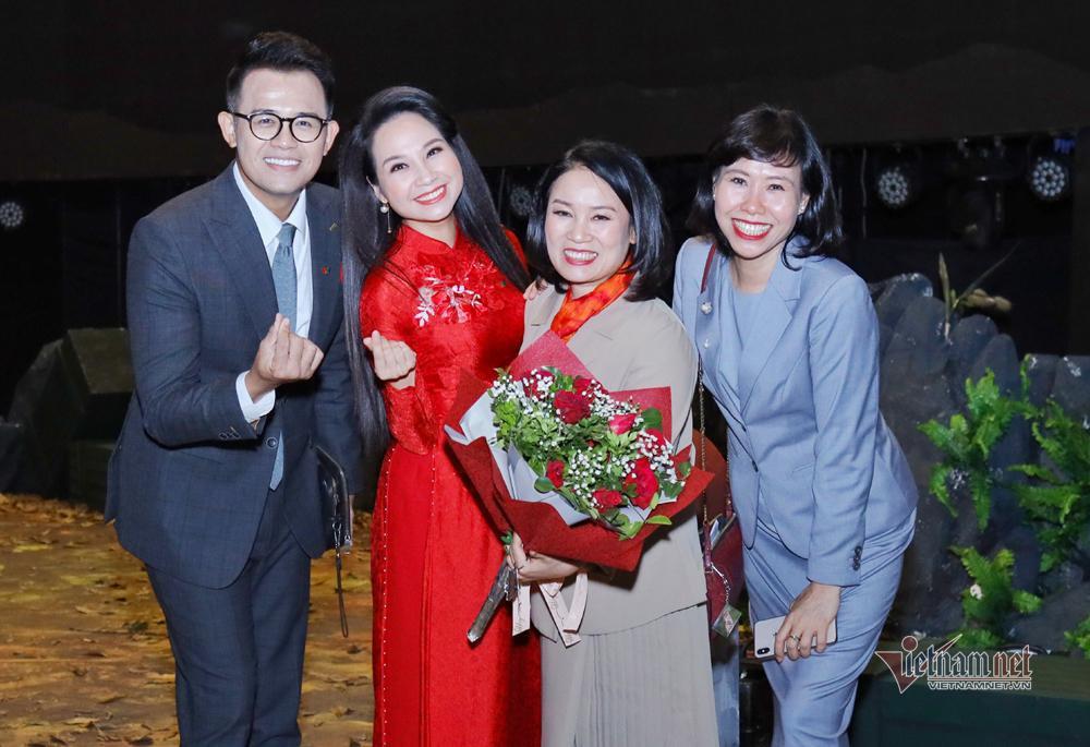 Nhà báo Tạ Bích Loan: 'Khán giả từng viết thư đòi đuổi tôi ra khỏi VTV3' Ảnh 4