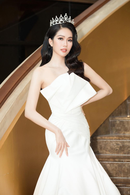 Phương Anh đẹp thanh lịch, giao tiếp chuẩn 'nuốt mic' sẵn sàng chinh chiến Miss International Ảnh 9