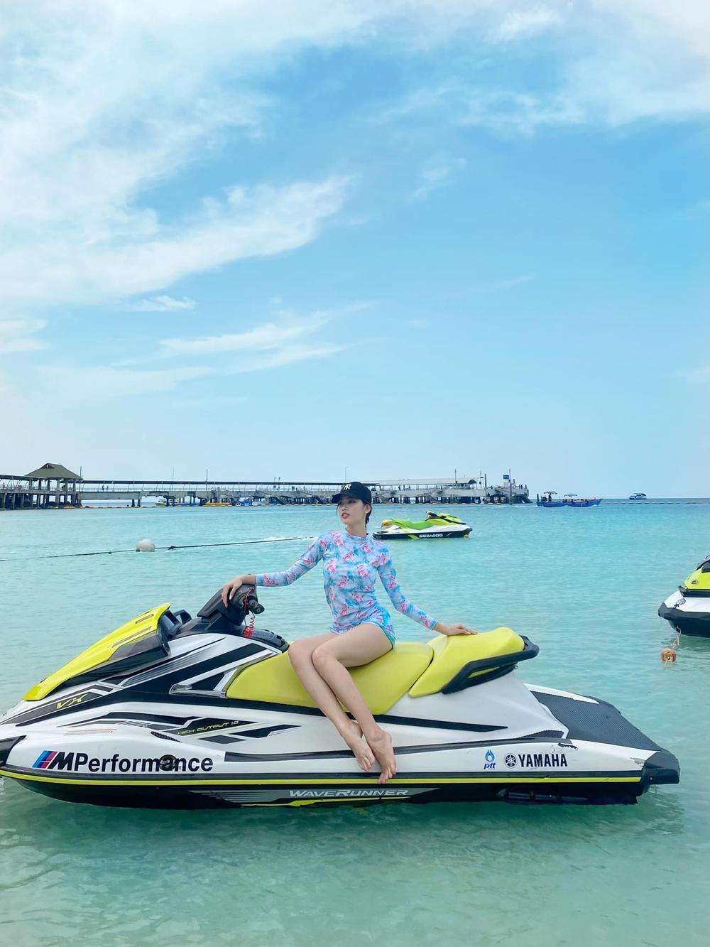 Á hậu Ngọc Thảo diện đồ đôi khoe chân dài cùng Hoa hậu Lào hậu Miss Grand 2020 Ảnh 9