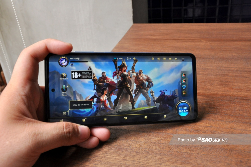 Đánh giá chi tiết Samsung Galaxy A72: Thiết kế mới mang đến trải nghiệm tinh tế! Ảnh 12