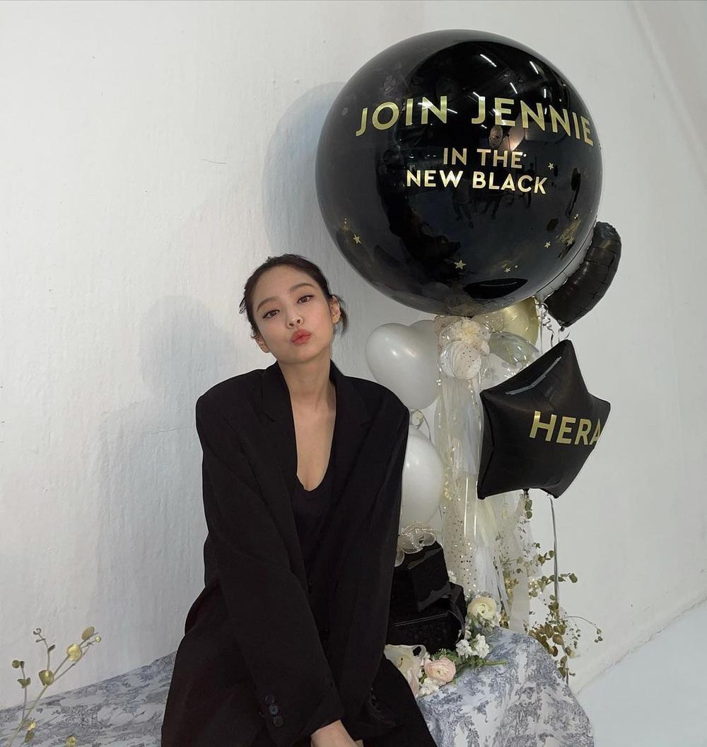 Jennie Black Pink diện áo sơ mi, quần âu vẫn khiến fans rần rần vì thần thái 'đỉnh của chóp' Ảnh 5