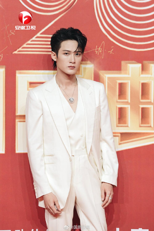 Fan Tiêu Chiến nhìn rõ bộ mặt thật của tờ tạp chí nổi tiếng khi ra sức mời anh tham gia sự kiện Ảnh 4