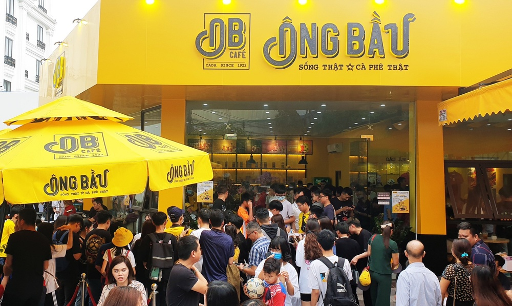 Hàng nghìn người hâm mộ Hải Phòng mừng Văn Toàn làm ông chủ quán cà phê Ông Bầu Ảnh 1
