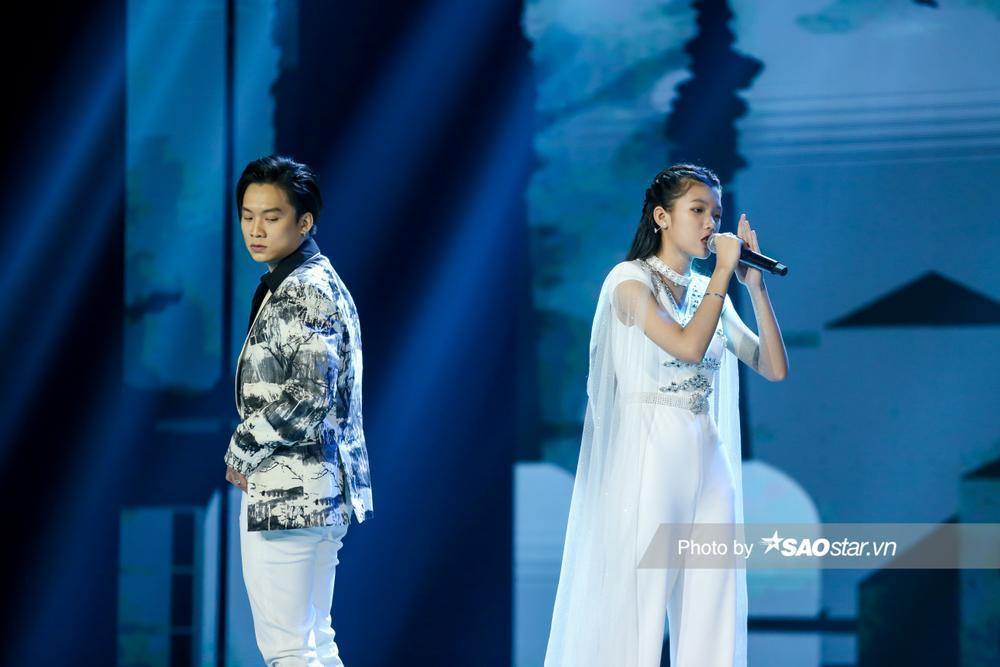Kết hợp cùng Rapper Dablo, Tiểu Binh chinh phục khán giả bằng giọng hát nội lực, tiến bộ vượt bậc Ảnh 5