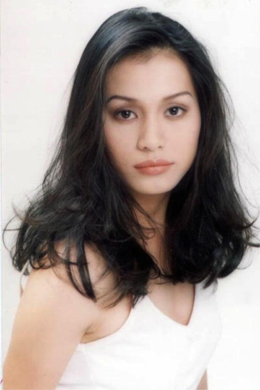 Hoa hậu Việt Nam Ngọc Khánh dù tóc bạc rợp đầu nhưng nhan sắc lại gây chú ý Ảnh 5