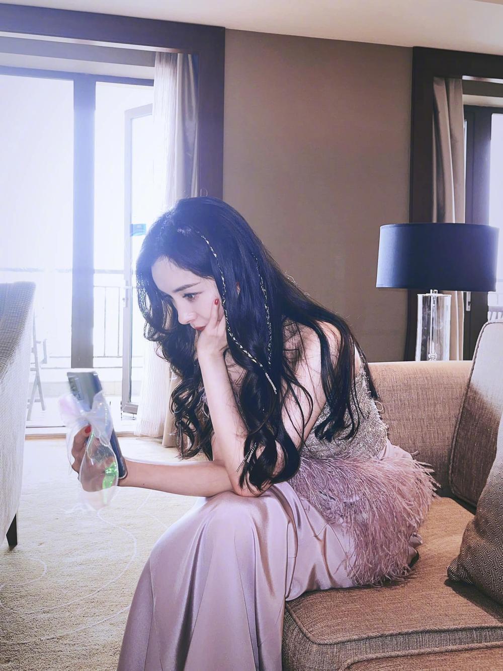 Lên gu thời trang nhưng Dương Mịch lại bị dân mạng chê bai vì khoảnh khắc già nua, kém sắc Ảnh 5