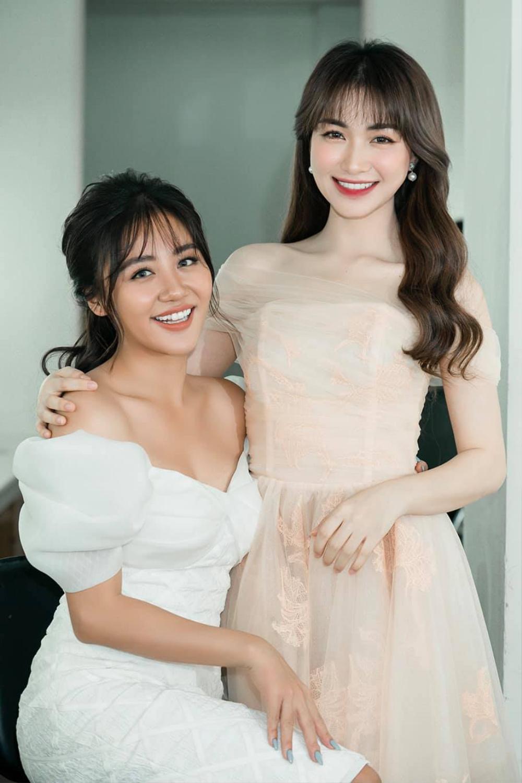 Chụp ảnh cùng nhau, Hòa Minzy bị dân mạng tố cố tình 'dìm hàng' Văn Mai Hương Ảnh 1