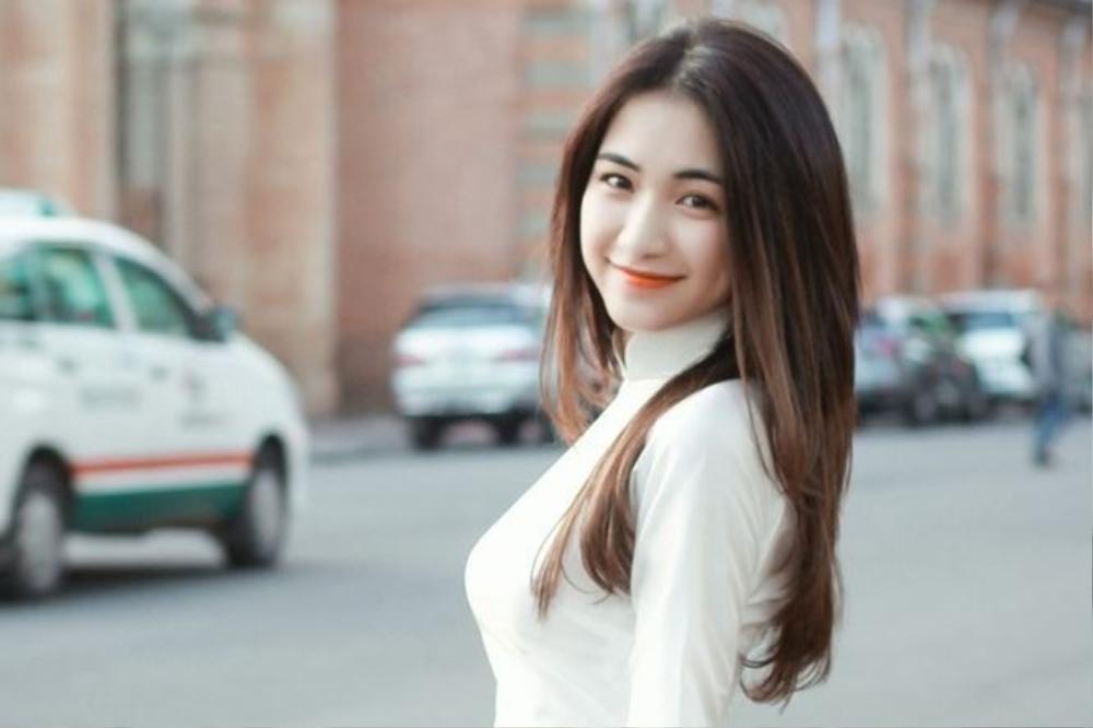 Chụp ảnh cùng nhau, Hòa Minzy bị dân mạng tố cố tình 'dìm hàng' Văn Mai Hương Ảnh 3