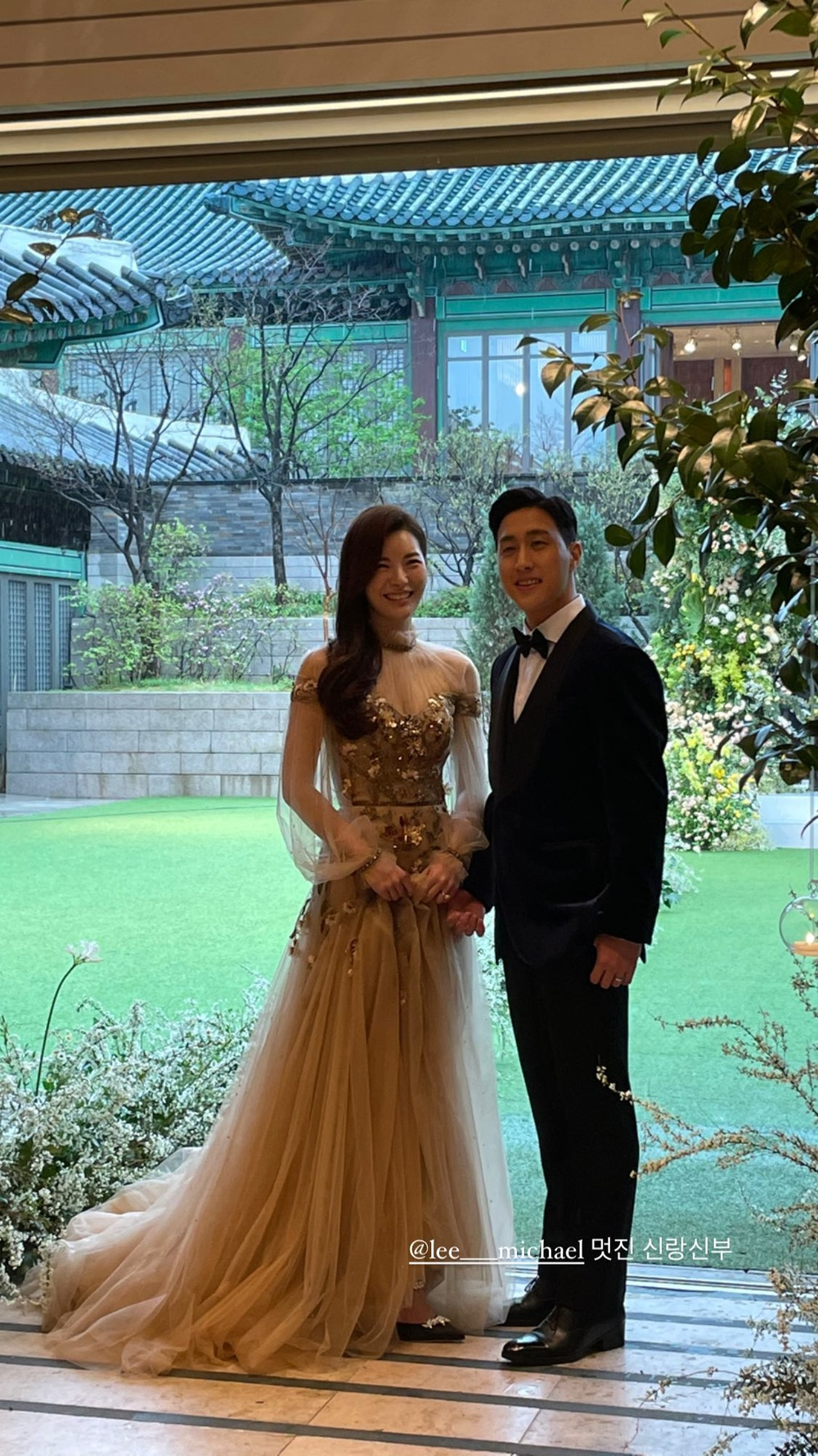 Song Joong Ki - Lee Kwang Soo đội mưa đự đám cưới, địa điểm là nơi kết hôn với Song Hye Kyo! Ảnh 2