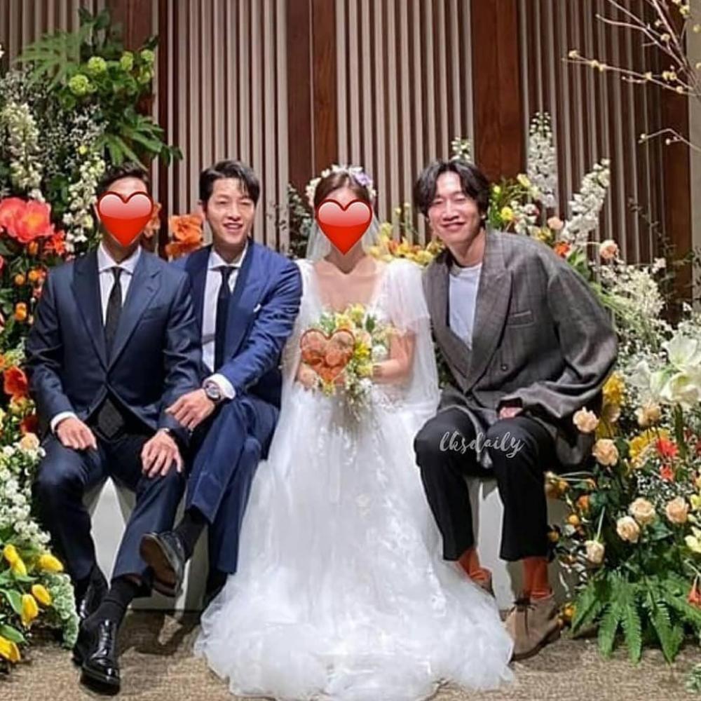 Song Joong Ki - Lee Kwang Soo đội mưa đự đám cưới, địa điểm là nơi kết hôn với Song Hye Kyo! Ảnh 1