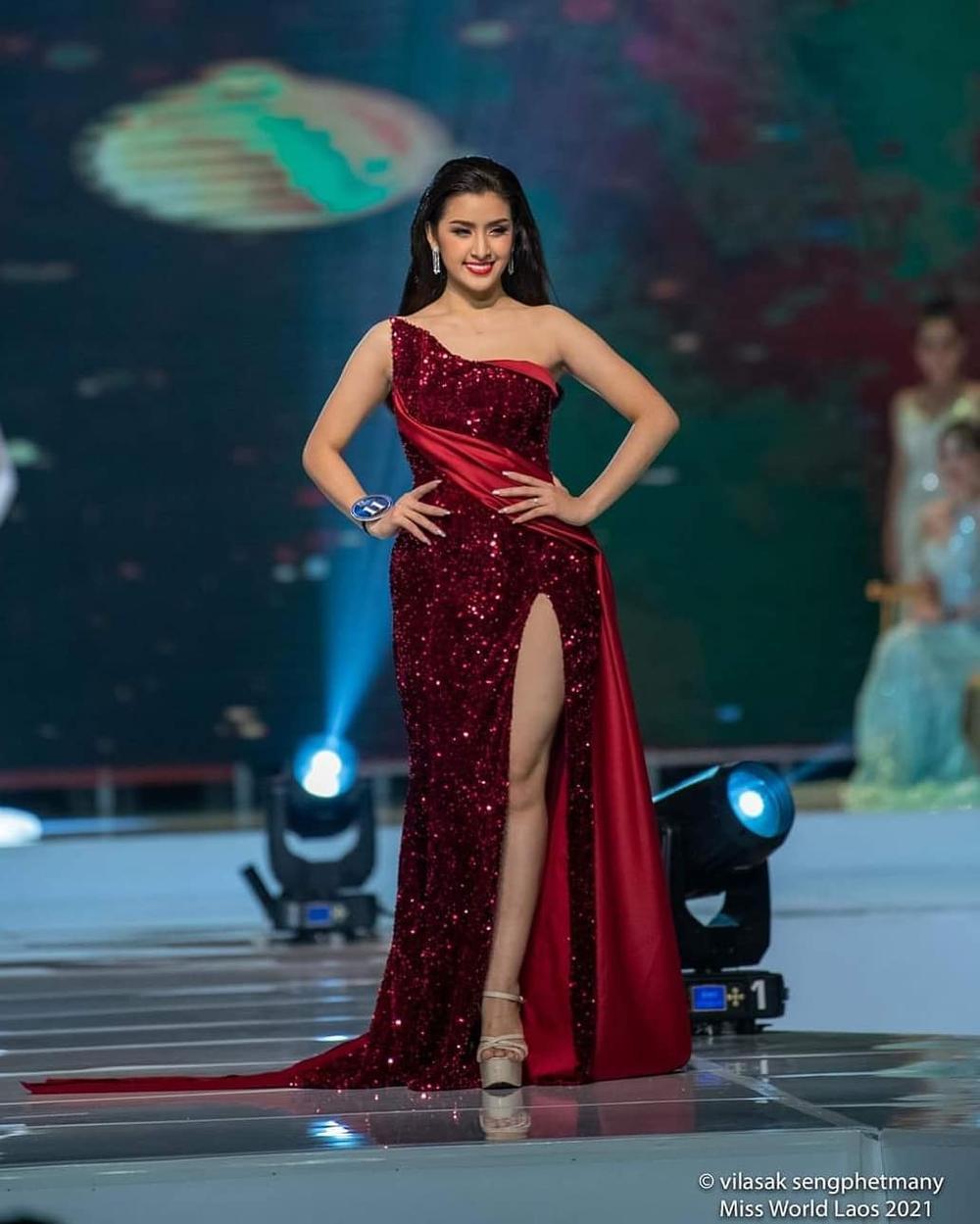 Tân hoa hậu Lào bỏ ngôi vị vì khai gian tuổi, á hậu 1 lên ngôi 'kèn cựa' Đỗ Thị Hà tại Miss World? Ảnh 6