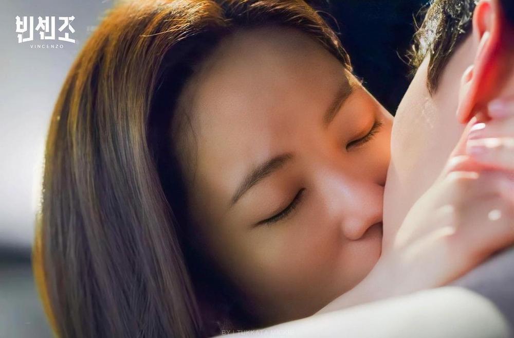 Phim 'Vincenzo' đạt rating cao nhất nhờ màn khóa môi lãng mạn giữa Song Joong Ki và Jeon Yeo Bin Ảnh 4