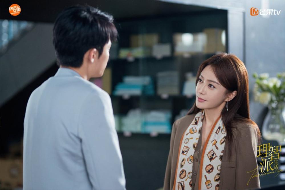 Cặp chị em chênh nhau 19 tuổi Tần Lam - Vương Hạc Đệ rủ nhau hẹn hò trong 'The Rational Life' Ảnh 10