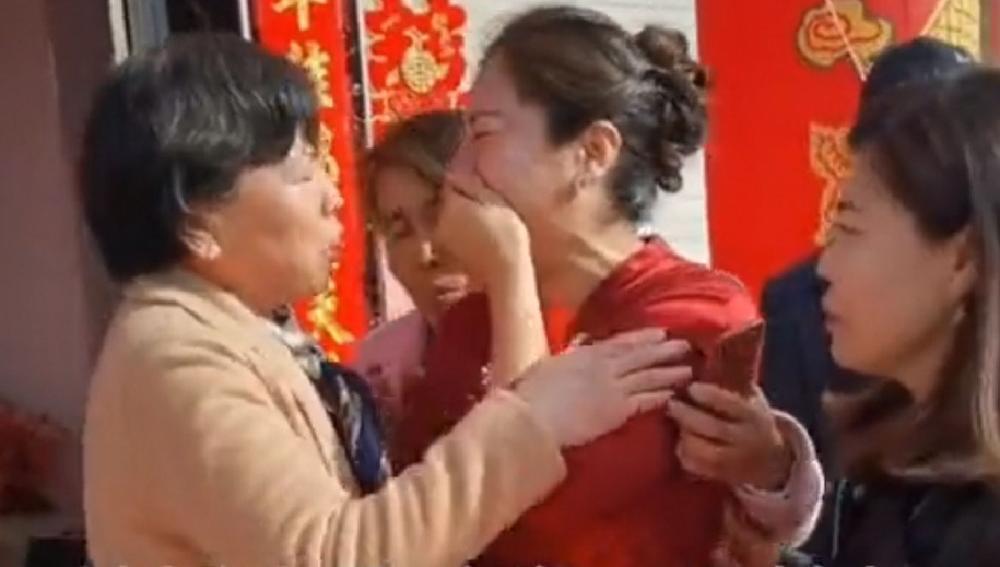 Mẹ chú rể bất ngờ phát hiện cô dâu là con gái mất tích nhiều năm, đám cưới vẫn diễn ra vì nguyên nhân này Ảnh 1