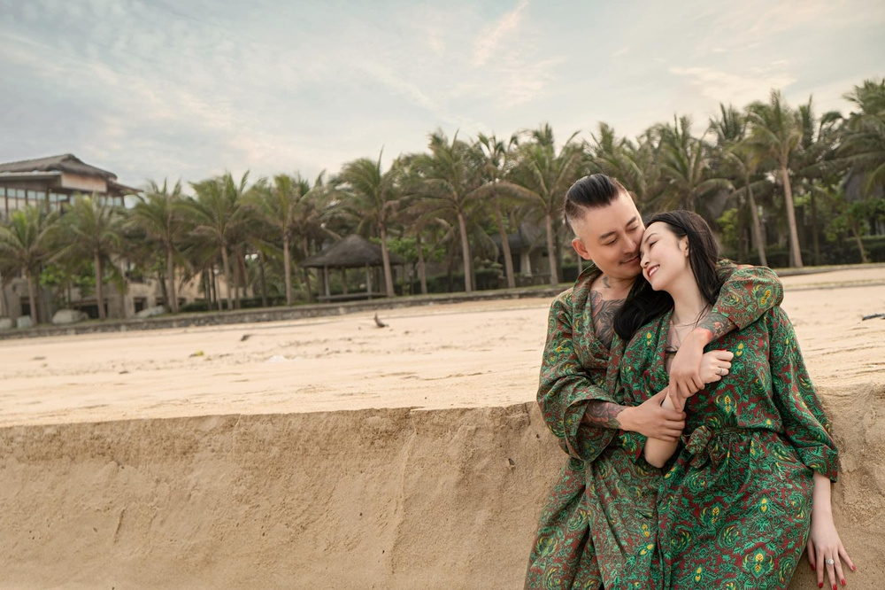 Kỷ niệm 7 năm ngày cưới, bà xã Tuấn Hưng đăng ảnh tình tứ ngọt lịm khiến dân tình ghen tị Ảnh 1