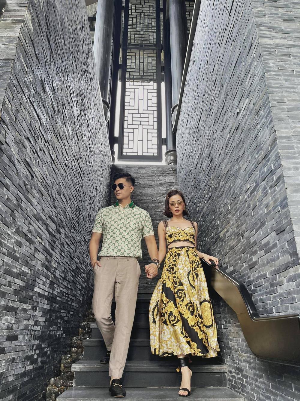 Lệ Quyên 'đụng độ' em chồng Hà Tăng với váy áo họa tiết sặc sỡ, khó phân bì ai đẹp hơn Ảnh 1