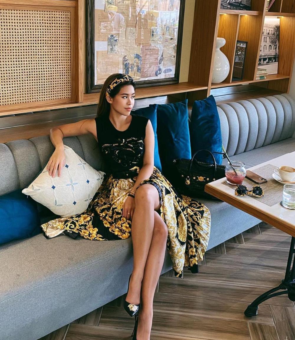 Lệ Quyên 'đụng độ' em chồng Hà Tăng với váy áo họa tiết sặc sỡ, khó phân bì ai đẹp hơn Ảnh 4