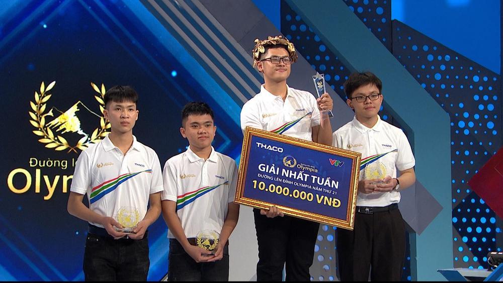 Nam sinh Bình Định giành chiến thắng ở Olympia: Tự nhận mình hay 'ngơ', sở trường là độc thoại nội tâm Ảnh 4