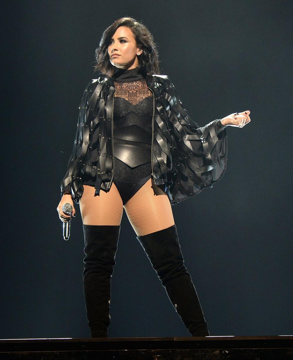 Demi Lovato cảm thấy yêu bản thân sau khi từ bỏ ăn kiêng và ngừng đếm số calo Ảnh 3