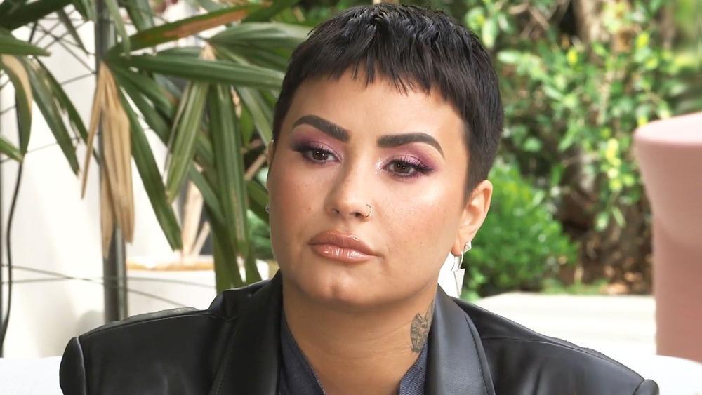 Demi Lovato cảm thấy yêu bản thân sau khi từ bỏ ăn kiêng và ngừng đếm số calo Ảnh 2