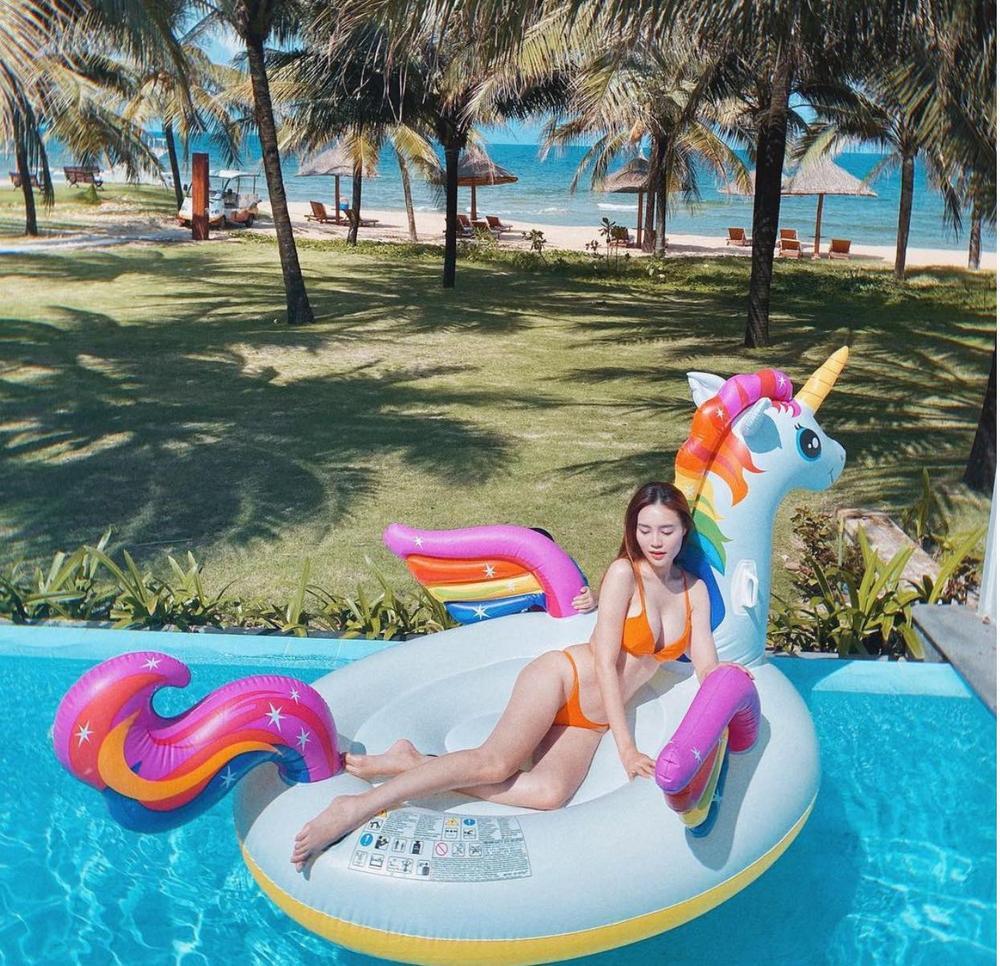 Tuyển tập bikini hack dáng cực cao tay của Ninh Dương Lan Ngọc, fan tha hồ 'no mắt' Ảnh 9