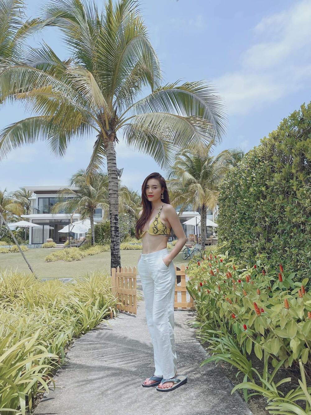 Tuyển tập bikini hack dáng cực cao tay của Ninh Dương Lan Ngọc, fan tha hồ 'no mắt' Ảnh 3