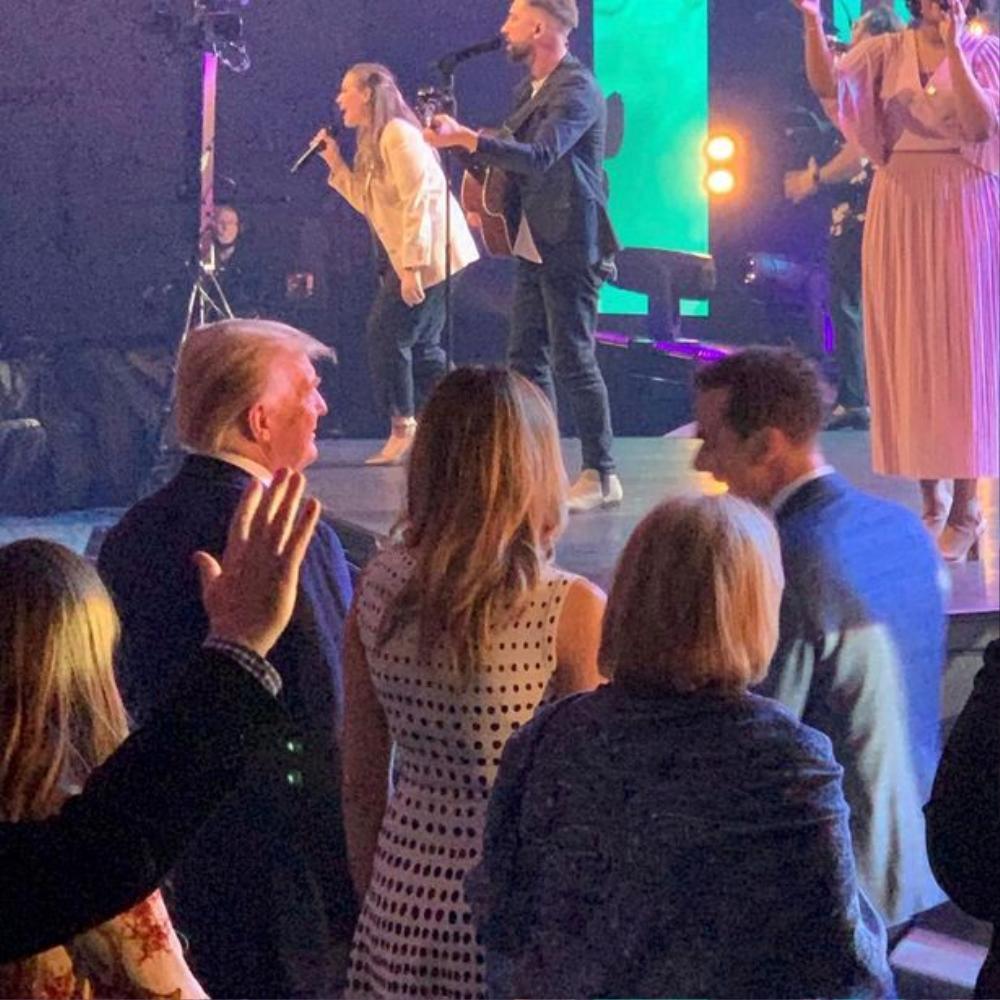 Vợ chồng cựu Tổng thống Trump xuất hiện cùng nhau dự lễ Phục sinh sau 'tin đồn ly hôn' Ảnh 1