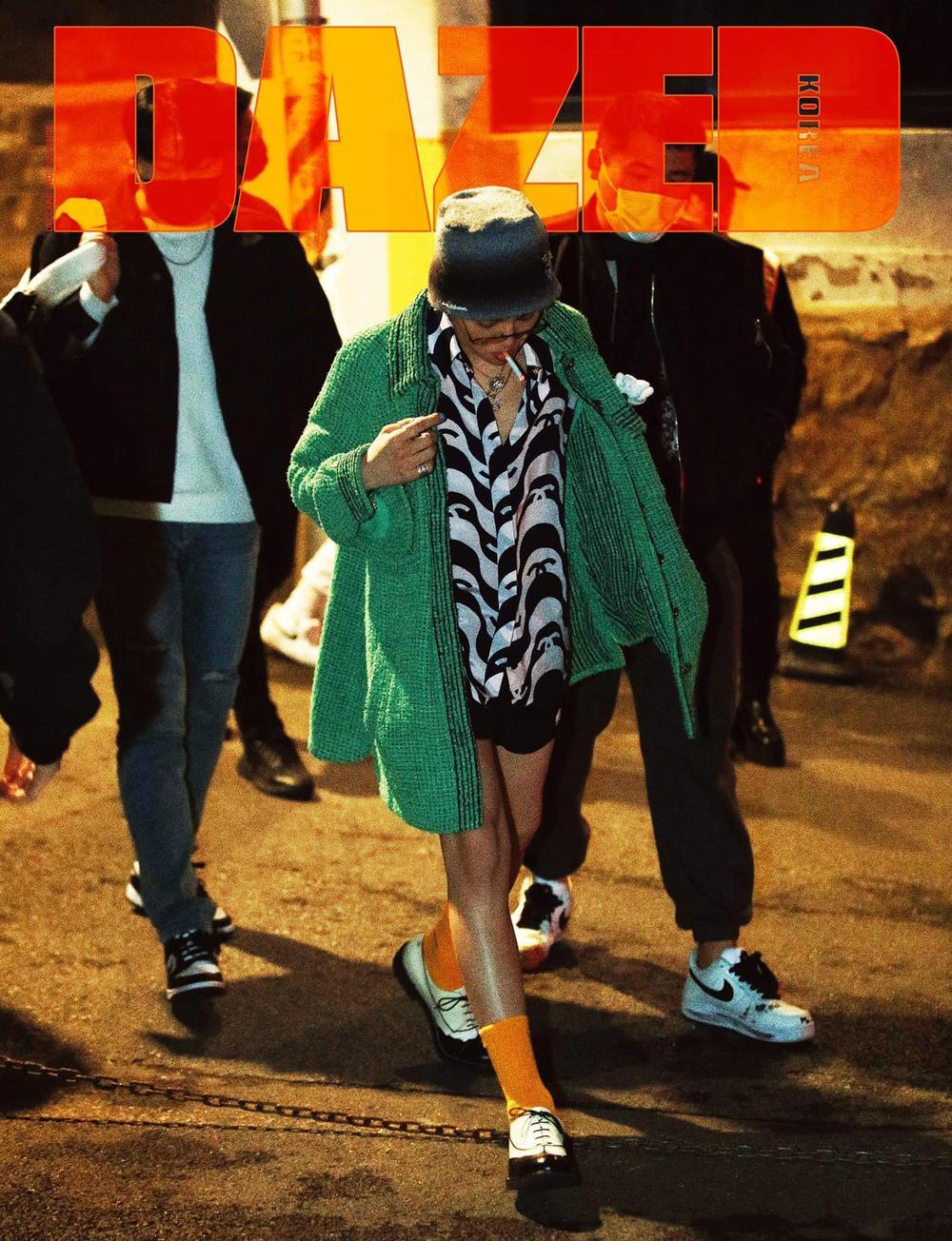 G-Dragon & Jennie Black Pink cùng mặc áo cardigan Chanel đắt đỏ, tạo dáng 'quằn quại' khó đỡ Ảnh 6