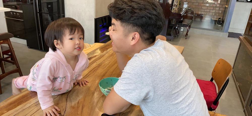 Lê Phương tiết lộ con gái được chồng cưng đến mức không muốn cho đi nhà trẻ Ảnh 5