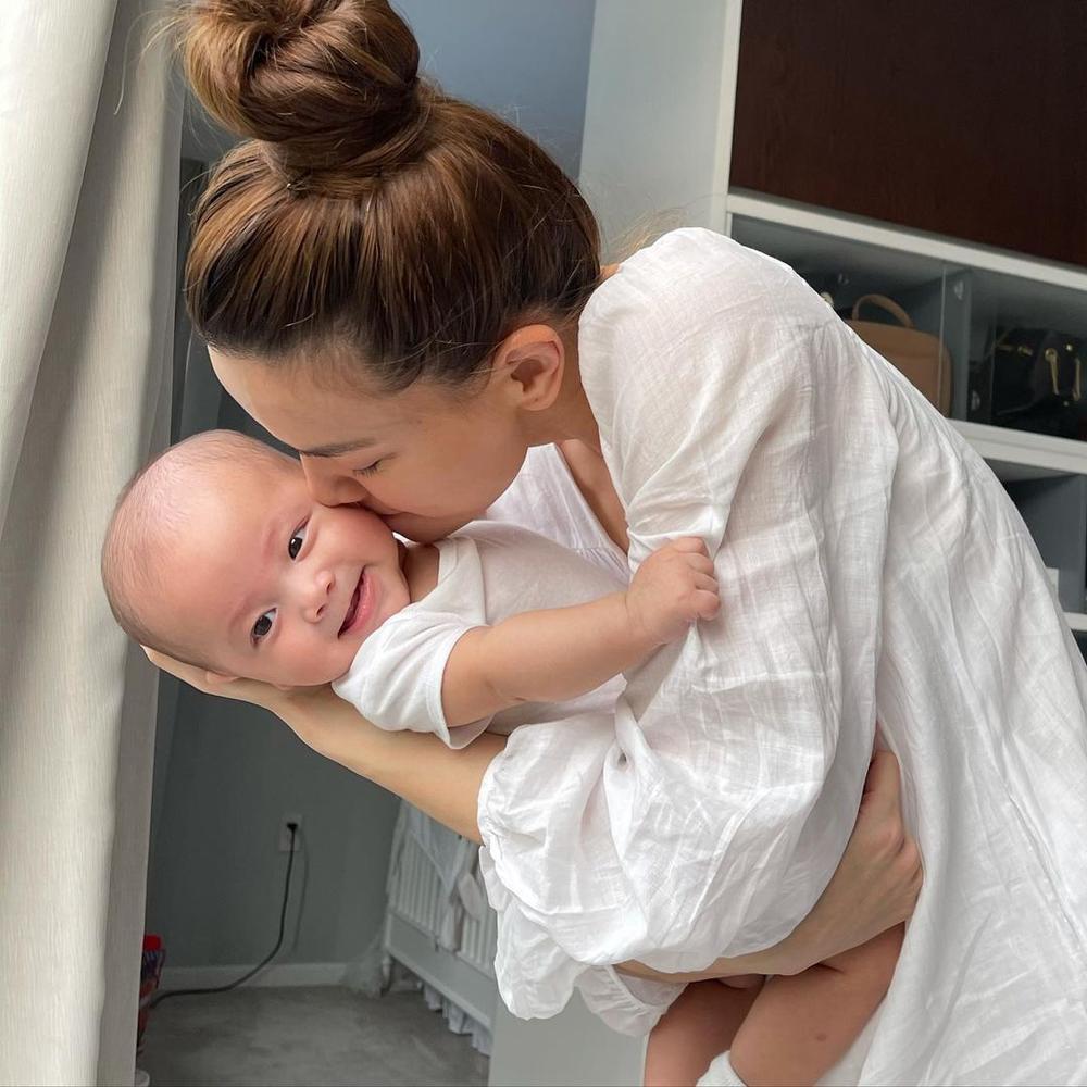 'Mẹ bỉm sữa' Hà Hồ chịu thua độ đáng yêu của 'bản sao nhí' Lisa trong loạt ảnh đọ sắc cưng xỉu Ảnh 2