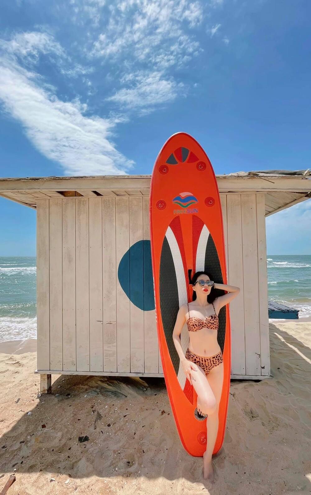 Lệ Quyên mặc bikini khoe body 'siêu thực' thách thức camera thường Ảnh 6